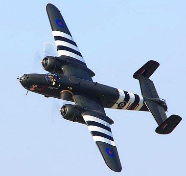 飛行可能なB-25のバンク(Wikiprdiaより拝借)downsize