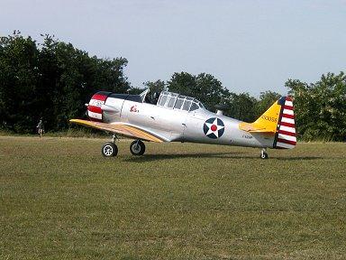 戦前の米海軍機の派手な衣装も良く似合うテキサン(Ferte Alais エアショー)downsize