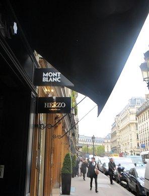 パリにはシックな黒が似合うREVdownsize
