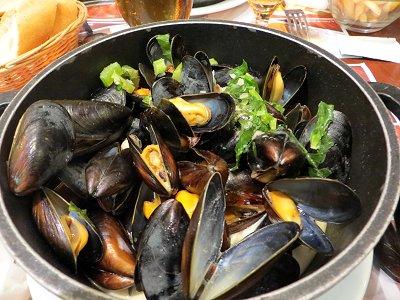 パリのランチ ムール貝のワイン蒸しdownsize
