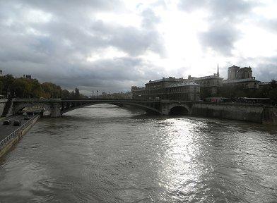 ノトルダム橋(pont Notre Dame)からの遠望REVdownsize