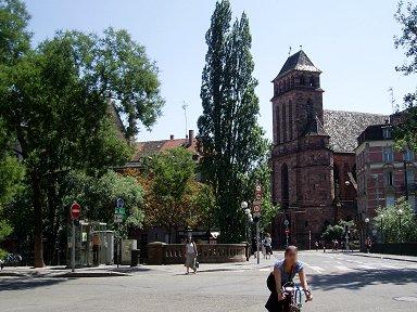 旧市街の玄関口は城門のようですdownsize