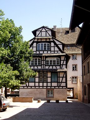 結構大きいプティットフランス地区の典型的な伝統家屋downsize