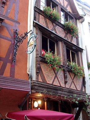 凝った装飾の伝統家屋のレストランdownsize