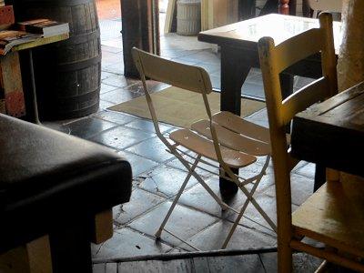 昼下り客待ちの椅子downsize