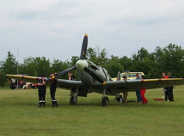 Spitfire Vbを囲んでおしゃべりREVdownsize