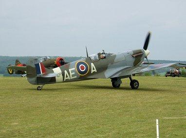 Spitfire Vbのタキシング顔を出さないと前が見えませんREVdownsize