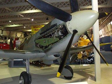 5枚ペラのSpitfire XIVe エンジンはGliffon (RAF博物館)downsize