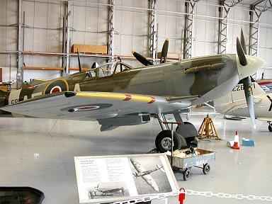 お家(英Duxford IWM博物館)で休むSpitfire Vb EP120号機downsize
