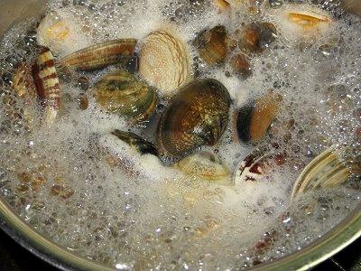 殻が開いたら火を止め湯を張るdownsize