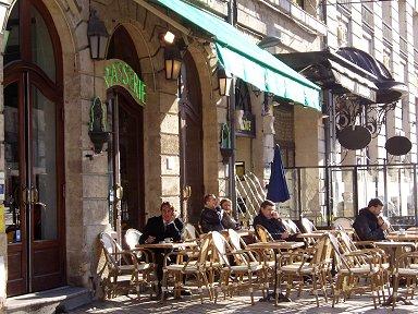 Bordeaux 朝のカフェdownsize