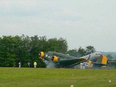 Ju52タンテのエンジン始動ものすごい白煙ですdownsize