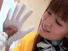 美人痴女バスガイドのお姉さんが手袋したまま手コキご奉仕
