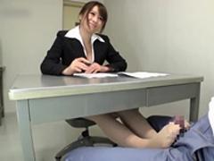 【痴女】美人弁護士 机の下で脚コキ責め!眞木あずさ