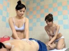 ワケありな美人若妻が二人で男性の疲れた体を洗い流して揉みほぐす回春マッサージ