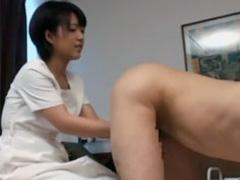 笑顔の可愛いセラピストに睾丸が空っぽになるまで精液を搾り取られる性感メンズエステ