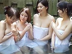 混浴で一緒になった美人の奥様方に巨根をアピールしたら全員とヤれたw