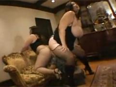 高身長巨漢痴女2人の超爆乳と尻肉に挟まれて窒息する小男!