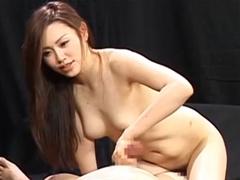 松野ゆいが逆ナンしたM男をフェラ&手コキ抜き!直後の亀頭責めで男潮を吹かせます!