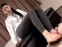 黒髪美女がニーソックス・タイツ・レギンスに穿き替えチンポ踏み付け膝コキ足コキで連続発射させます!