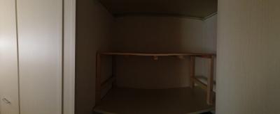 20140514_コンテナに布団収納棚を設置した後(正面)
