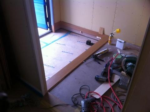 玄関内装工事中