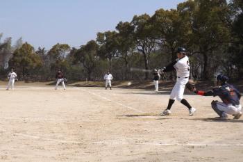 DSCF5053さらに5番村上がファースト股間を破る三塁打で2点追加