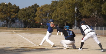 DSCF49561回表無死一、二塁から松永が中前に先制打を放つ