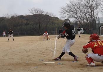 DSCF5117Big連チャンず3回表二死一塁から2番山崎が左中間二塁打を放ち1点返す