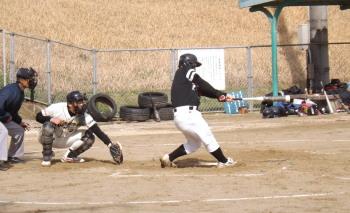 DSCF52413回裏2死二塁から3番小田が右前に同点打を放つ