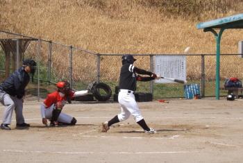 DSCF5274Big連チャンず1回裏三塁打を放った山崎を三塁に置き、3番小田の中犠飛で1点先制