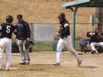 DSCF5287藤森右中間2点本塁打