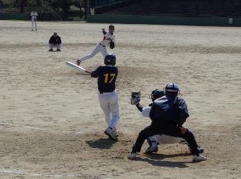 P40601818回裏TG1死満塁から田嶋の打球は内野ゴロ、本塁へ送球するも間に合わず、捕手が一塁へ送球し一塁はアウト