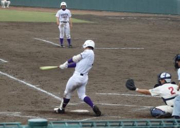 P41901404回裏2死満塁から1番が左越え3点二塁打を放ち4対3と逆転する