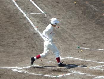 P42300142回裏1死から5番が左越え本塁打を放ち生還