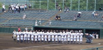 P5100596三塁側沖縄尚学 一塁側九州学院