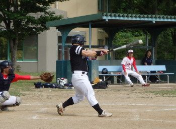 P5250395Big連チャンず4番小田 1回表先制二塁打、6回裏だめ押し三塁打を放つ