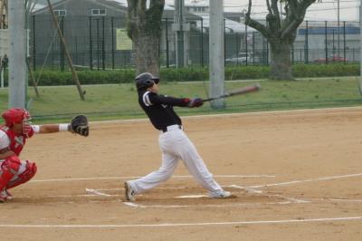 P5270423次の5番中川雅が右翼線一杯に入った二塁打を放ち1点先制