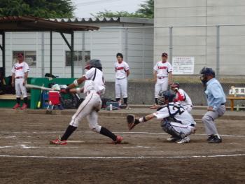 P6080798佐川急便6回表1死二、三塁から5番篠崎の内野ゴロ間に三走が生環、1対3とする