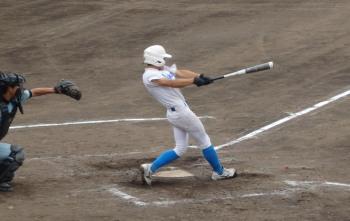P6140996東野3回表二死二塁から2番が右越え二塁打を放ち1対1の同点とする