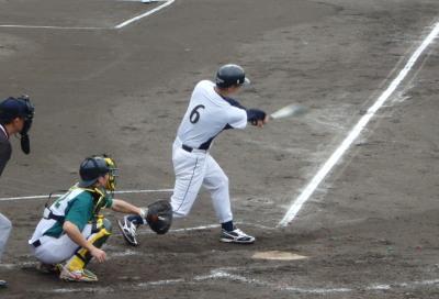 P7121448NTT熊本4回表1死二塁から5番が同点の左越え二塁打を放つ