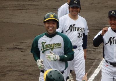P7121465左中間フェンス直撃のサヨナラ二塁打を放った花園クラブの与4番