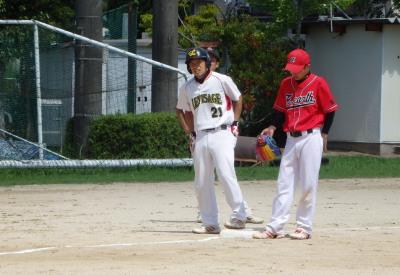 P8171831得点には結び付かなかったものの1回表中越え三塁打を放った中村選手