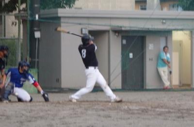 P82019443回表水前寺なら間違い無しの打球ではあつたがこの球場では二塁打