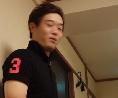P8312354カメラ目線で挨拶する和泉選手会長