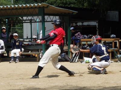 P9142665Le.visage7回裏1死二、三塁から9番宮田が本人も驚く2点右中間二塁打を放つ