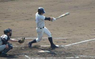 P9162828甲佐1回裏1死一、二塁から6番堀が右中間二塁打を放ち、この回3点目