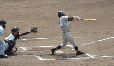 P9162932芦北7回表2死から3番浅田が右中間二塁打を放つ