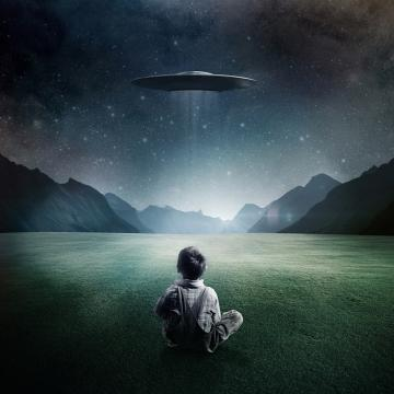 Boy-and-UFO-ipad-4-wallpaper-ilikewallpaper_com_1024_convert_20140406164403.jpg