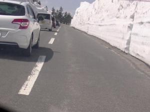 横手山手前、雪の壁